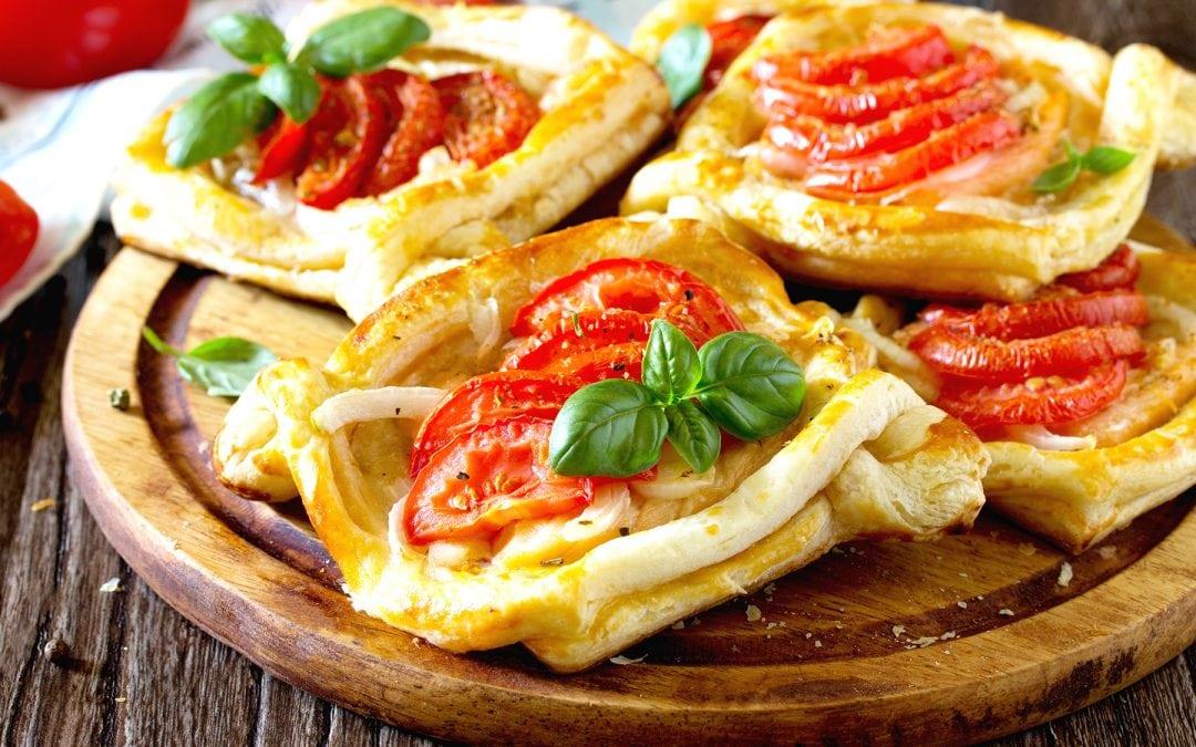 Hojaldre de tomate y cebolla